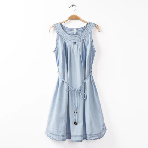**พรีออเดอร์** ชุดเดรสยีนส์ผู้หญิงแฟชั่นยุโรปใหม่ แขนกุด แบบเก๋ เท่ห์ / **Preorder** New European Fashion Sleeveless Denim Dress