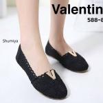 รองเท้าคัทชู ส้นแบน สวยเก๋ สไตล์วินเทจ แต่งลูกไม้สวยหวาน เพิ่มความเก๋ด้วยอะไหล่ V ทองด้านหน้า ใส่สบาย แมทได้ทุกชุด (588-83)