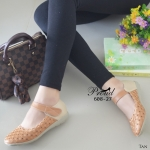 รองเท้าคัทชู ส้นเตี้ย แมทสีทูโทน สวยหวานคลาสสิค วัสดุหนังพียูฉลุลายดอกไม้ ดีเทลสายคาดปรับระดับได้แบบเมจิกเทป พื้นส้นซิลิโคน น้ำหนักเบา ใส่กระชับ สวม สบาย แมทง่าย งานน่ารัก สีครีม แทน