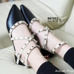 รองเท้าคัทชู ส้นแบน สไตล์ Valentino Rock Stud flat Style กับความสวย ในแบบสาวอินเตอร์ งานตอกหมุดเหลี่ยมสีทอง เส้นหนังไขว้สุดเก๋ สไตล์วา เลนติโน่ กัลวานี่ เปลี่ยนลุ้คจากสาวเรียบร้อยเป็นสาวชิคได้ทันตา สีดำ แดง ครีม ชมพู เงิน (BB7652)