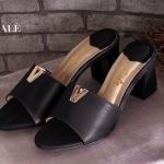 รองเท้าแฟชั่น ส้นสูง แบบสวมสวยหรู แต่ง V ทองด้านหน้าดูดีมีสไตล์ หนัง PU อย่างดี ส้นสูง ประมาณ 2 นิ้ว ใส่สบาย แมทสวยได้ทุกชุด