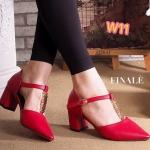 รองเท้าคัทชู ส้นเตี้ย รัดข้อ ทรงหัวแหลม คาด T ด้านหน้าแต่งอะไหล่ทองสวยหรู ส้นตัดสูง ประมาณ 2.5 นิ้ว ใส่สบาย แมทสวยได้ทุกชุด