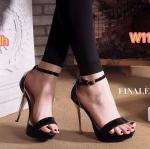 รองเท้าส้นสูง สวยหรู แบบสวม รัดข้อ หนังเงาเมทัลลิค ทรงสวยเพรียว ส้นสูงประมาณ 5 นิ้ว เสริมหน้า 1 นิ้ว แมทหรูโดดเด่นได้ทุกชุด