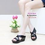 รองเท้าแฟชั่น ส้นเตารีด แบบสวม หน้าไขว้สายคาดซาตินแต่งขอบทอง สวยหรู พื้นบุนิ่ม น้ำหนักเบา ใส่สวยได้ทุกวัน สีดำ น้ำตาล เทา สูง 2.5 นิ้ว (PF2149)
