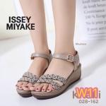 รองเท้าแฟชั่น แบบสวม ส้นเตารีด รัดส้น สวยเก๋ สไตล์อิซเซ่ ส้นลายไม้สวยลงตัว ใส่ สบาย แมทเก๋ได้ทุกชุด (028-162)