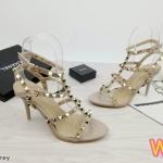 รองเท้าแฟชั่น ส้นสูง รัดข้อ ดีไซน์หนังเส้นคาดด้านหน้าแต่งหมุดสวยเก๋สไตล์วาเลนติโน ส้นสูงประมาณ 3.5 นิ้ว แมทเก๋ได้ทุกชุด (S688)