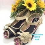 รองเท้าคัทชู ส้นเตี้ย สวยวินเทจ สีหนังสวยมาก ตัดสีทูโทน แต่งดอกไม้และ ขอบฉลุสวยหวาน ติดเพชรเพิ่มความหรู พื้นยางพาราที่ใส่นิ่ม ใส่ทนที่สุด จะใส่ เที่ยวหรือใส่ทำงานได้ทุกโอกาส พื้นสูง 1.5 นิ้ว ใส่สบายได้ทุกชุด สีดำ น้ำตาล (F2052)