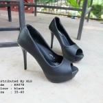 รองเท้าคัทชู ส้นสูง เปิดหน้า สวยมาก สีพื้นเรียบหรู ใส่เที่ยว ใส่ทำงาน สวมใส่ได้ตลอดไม่มีเอาท์ ใส่ไม่เมื่อยแน่นอน สูง 4.5 นิ้ว เสริมหน้า 1 นิ้ว สีดำ ครีม (K9078)