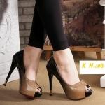 รองเท้าคัทชู ส้นสูง สวยหรูโดดเด่น เปิดนิ้ว หนังแก้วกลิสเตอร์เป็นประกาย ไล่สีทูโทน ส้น เข้มแต่งปลายทอง สูงประมาณ 5 นิ้ว เสริมหน้า 1 นิ้ว แมทชุดไหนก็สวยหรู โดดเด่นเกิน ใคร