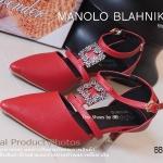 รองเท้าคัทชู MONOLO BLAHNIK Kitten Heel Style งานสไตล์แบรนด์ อินเตอร์ที่ตอบโจทย์ได้ทุกโอกาสเหมาะกับสาวทุกวัย วัสดุหนัง Saffino แต่งอะไหล่หรูเลอค่า ดีไซน์สวยปราดเปรียว ความสูงประมาณ 2 นิ้ว งาน สวยหายาก สีครีม ดำ ชมพู แดง (BB7142)