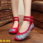 รองเท้าผ้าปักลายจีน ลายปักรูปนกยูงรำแพนหางสวยมาก ด้านหลังสูง รัดข้อ 2 เส้นติด กระดุมจีน ส้นสูง 1 นิ้ว พื้นด้านในซับฟองน้ำ ด้านนอกเป็นผ้าทอแน่นเนื้อดี ใส่สบาย แมท สวยได้ไม่เหมือนใคร