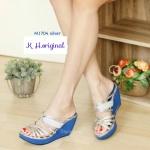 รองเท้าแฟชั่น ส้นเตารีด แบบสวม สวยเก๋ แต่งหนังกลิสเตอร์วิ้ง ทรงสวยเก็บหน้าเท้า ส้น สูงประมาณ 3 นิ้ว เสริมหน้า ใส่สบาย แมทสวยได้ทุกชุด สีดำ ครีม (M1704)