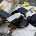 รองเท้าเเตะแฟชั่น สไตล์ HERMES งานสวยมาก รุ่นใหม่ตัดสีทูโทน ตัวพื้น และ การวางกุ๊นรอบตัวรองเท้าสีเนื้อ งานเหมือนมาก แต่ราคาเบาๆ เหล่าดาราใส่กัน เพียบ สีดำ น้ำตาล (SP-609)