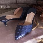 รองเท้าคัทชู ส้นสูง เปิดส้น สวยเก๋ ทรงหัวแหลม แต่งหมุดสวย ดูเท้าเรียว ส้นสูงประมาณ 2 นิ้ว เดินง่าย ใส่สบาย แมทสวยได้ทกชุด