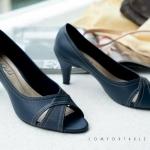 รองเท้าคัทชู ส้นเตี้ย เปิดหน้า ดีไซน์คลาสสิคหน้าไขว้ เรียบหรูดูดี สวมใส่ได้หลายโอกาส หนังคุณภาพสูงหนังนิ่ม ทรงสวย ส้นสูงประมาณ 2.5 น้้ว ใส่สบาย แมทสวยได้ทุกชุด (c35-134)