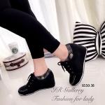 รองเท้ามินิบูท สวยน่ารัก วัสดุหนังชามัวนิ่ม แต่งผ้าลายสก้อตที่ข้อ เสริม ส้นเตารีดด้านในสูง 2.5 นื้ว แบบที่ขายดีที่สุดเพราะว่าสวมใส่ง่ายและดูมี สไตล์ แมทได้ทุกชุด สีดำ ครีม (B550-38)