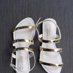 รองเท้าแตะแฟชั่น แบบสวม รัดส้น ดีไซน์เส้นหนังแต่งอะไหล่ทองสวยเก๋ดูดี พื้นนิ่ม ใส่สบาย แมทสวยได้ทุกชุด (C62-001)