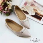รองเท้าคัทชู ส้นแบน สวยหรู มีสไตล์ ทรงหัวแหลมดูเท้าเรียว แต่งอะไหล่เพชรด้านหน้า ขอบทอง พื้นบุนุ่ม งานสวย ใส่สบาย แมทได้ทุกชุด (G-94249)