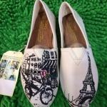 รองเท้าผ้าใบแฟชั่น ทรง slip on สไตล์ toms ลายปารีส วัสดุอย่างดี ใส่สบาย แมทเก๋ได้ทุกวัน