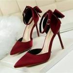รองเท้าคัทชู ส้นสูง งานผ้าซาติน สวยปราดเปรียว งานนำเข้า คุณภาพดีระดับ พรีเมี่ยม ทรงสวย ดีไซน์หวานมีโบว์ด้านหลัง ใส่ไปงานโดดเด่น ส้นสูง 10 ซม.