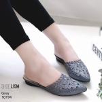 รองเท้าคัทชู เปิดส้น หนังกลิสเตอร์วิ้งแต่งฉลุลายดอกไม้สวยหรู ใส่ได้ทุกสีผิว ขับให้ขาวออร่ามาก หนังนิ่ม ทรงสวย สูงประมาณ 1 นิ้ว ใส่สบาย แมทสวยได้ทุกชุด (10194)