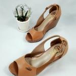 รองเท้าคัทชู ส้นเตารีด สวยเก๋ งานอะไหล่โล้โก้ สไตล์ลาคลอส เว้าข้าง เปิดนิ้ว สายรัดส้นปรับระดับได้ ส้นสูง 3.5 นิ้ว งานจริงสวย แมทได้ทุกชุด สีดำ น้ำตาล ครีม (L2086)
