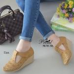 รองเท้าคัทชู ส้นเตารีด วัสดุ PU ลายฉลุ ปักด้ายสวยคลาสสิค ส้นรองเท้าเป็น พื้นยางกันลื่น ความสูงกำลังดี 2 นิ้ว ไม่เมื่อยเท้า ด้านหน้ามีสายคาดเมจิกเทป ปรับระดับเพื่อเพิ่มความกระชับเท้า น่ารักดูดี แมทได้ทุกชุด สีแทน ชมพู ครีม ดำ กากีบเพื่อเพิ่มความกระชับเท้า