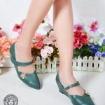 รองเท้าคัทชู ส้นเตารีด แต่งอะไหล่ทองสไตล์เวอร์ซาเช่สวยหรู ทรงสวยคาดหน้าเท้าเพิ่ม ความกระชับ พื้นบุนิ่ม ใส่สบาย แมทสวยได้ทุกชุด