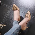 รองเท้าคัทชู ส้นเตี้ย แต่งอะไหล่สวยเก๋ เว้าข้างด้านใน หนังนิ่ม ส้นสูงประมาณ 2.5 นิ้ว ใส่สบาย แมทสวยได้ทุกชุด (B89-10))
