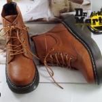 รองเท้าบูทหุ้มข้อ สไตล์ Dr.martens สุดเท่ห์ ที่ใส่ได้ทุกยุคทุกสมัย ไม่มีเอาท์ วัสดุหนังนิ่ม หุ้มข้อบุนวมนิ่ม ส้นยางคุณภาพกันลื่น ทรงกว้างใส่สบาย ใส่กับกาง เกง หรือ กระโปรง ก็เท่ห์ได้ทุกสไตล์ สีดำ น้ำตาล (5520)