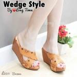 รองเท้าแฟชั่น ส้นเตารีด แบบสวม หน้าไขว์เก็บเท้า หนังนิ่ม ลายเก๋สไตล์แบรนด์ ใส่สบาย แมทได้ทุกชุด (L2511)