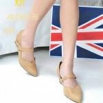 รองเท้าคัชชู ส้นเตารีด เรียบเก๋ ปลายเเหลมเว้าข้าง สายคาดหน้า ติดโลโก้จรเข้ สายคาดเเบบเมจิกเทป สวยใส่ง่าย เรียบเก๋ดูดี แมทได้ทุกชุด (SKT107-76)
