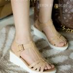 รองเท้าแฟชั่น ส้นเตารีด แบบสวม รัดส้น สไตล์เกาหลี เรียบเก๋ ดีไซน์โมเดิร์นเก็บงานด้วยเทคนิคทันสมัยไม่มีรอยเย็บใช้สีความร้อนทาขอบทั้งหมดทำให้งานออกมาเนียบสวย ทรงสวยเก็บหน้าเท้า แมทเก๋ได้ทุกชุด สูงประมาณ 2 นิ้ว สีดำ ครีม (H-1621)