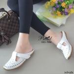 รองเท้าคัทชูเปิดส้น เพื่อสุขภาพ วัสดุหนังพียูฉลุลาย+ลายปักดิ้นทองแบบเดินเส้น สายคาดแบบเมจิกเทป ปรับสายได้ พื้นรองเท้าเป็นแบบ Slip on ดีไซส์เล่นสีตัด พื้นกันลื่นอย่างดี งานสวย น่ารัก เกร๋ ใส่ได้ทุกวัย แมทง่าย สูง 2 ซม.