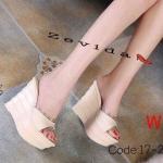 รองเท้าแฟชั่น ส้นเตารีด แบบสวม แต่งขอบใสประดับหมุดสวยหรู ส้นแต่งลายชั้น ทรงสวย หนังนิ่ม เบา ส้นสูงประมาณ 4.5 นิ้ว ใส่สบาย แมทสวยได้ทุกชุด (17-2302)
