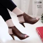 รองเท้าแฟชั่น ส้นสูง รัดข้อ หุ้มหน้าเท้า ลุกส์ปราด้าสวยเรียบเก๋ หนัง pu นิ่มเล่นดีเทล ที่ลายปั้มเล็กๆ ดู modern สูงประมาณ 3 นิ้ว ใส่สบาย แมทสวยได้ทุกชุด (10153)