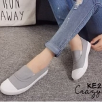 รองเท้าผ้าใบ slip on เรียบเก๋ ดูดี วัสดุอย่างดี เสริมพื้นประมาณ 1.5 นิ้ว เพิ่มความเก๋ ใส่ ง่าย สบาย แมทได้ทุกชุด ทุกโอกาส (KW2189)