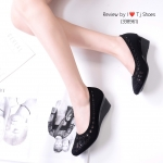 รองเท้าคัทชู ส้นเตารีด ผ้ากำมะหยี่ฉลุลายเกร๋ๆ มาพร้อมพื้นบุนวมนิ้มนิ่ม ใส่สบาย ส้นยางอย่างดี ทรงสวย สวมใส่ง่าย สามารถใส่ได้เรื่อยๆ สูง 2 นิ้ว (338961))