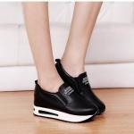 รองเท้าผ้าใบแฟชั่น เสริมส้น แบบ slip on ไร้เชือก หนังสวยเรียบเก๋สไตล์เกาหลี พื้นนุ่ม ตัดเย็บยางยืดด้านหน้า กระชับเท้าใส่สบายมาก ส้นสูง 7 cm มีเสริมหน้า 3.5 cm หนังนิ่ม ทรงสวย ใส่สบาย แมทสวยได้ทุกชุด