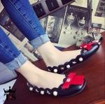 รองเท้าคัชชูหนัง STYLE CHANEL เลอค่า แต่งมุกสลับดาว หัวเท้าแต่งโบว์แดง โดดเด่น โลโก้เพชรสวยหรู หนังนิ่มไม่กัดเท้า พื้นนิ่มใส่สบาย งานนำเข้า หรูหรา น่ารัก รับประกันสวยตามแบบ ใส่ได้ทุกโอกาส