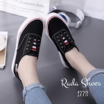 รองเท้าผ้าใบ ทรง slip on ไร้เชือก แบบเก๋ ตอกหมุดโลหะ เย็บตะเข็บแน่น งานดีมาก พื้นยางพาราใส่นิ่ม ใส่ได้ทุกวัย งานสวยมาก สีดำ แทน (1773)