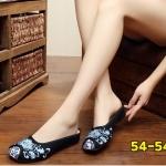 รองเท้าผ้าปักลายจีน คัทชูเปิดส้น งานปักดอกไม้สวยคลาสสิค สวมใส่ง่ายๆ ส้นสูง 1 นิ้ว พื้นด้านในซับฟองน้ำ ด้านนอกเป็นผ้าทอแน่นเนื้อดี ทรงน่ารัก ใส่สบาย แมทสวยได้ไม่เหมือนใคร