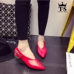 รองเท้าคัทชู งานนำเข้า STYLE KOREA สวยเก๋มาก หนังนิ่มหัวแหลม แต่ง เข็มขัดจริง ให้ลุคเท่ห์ๆ เปรี้ยวๆ แนวๆ ใส่ได้ 2 แบบ คาดหน้า หรือคาดหลัง ก็สวยเก๋ที่สุด ใส่สบายเท้า ทรงสวยใส่แล้วเท้าเรียวสวย ส้นแต่งสีทองดูโดด เด่น ใส่ได้ทุกสถานการณ์ ส้น 1.3 cm. สีแดง ดำ