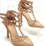 รองเท้าคัทชู ส้นสูง รัดข้อ สุดฮอตเอาใจสาวชิค งานหรู ที่มีเอกลักษณ์เฉพาะ สไตล์วาเลน ติโน Rockstud Heel Style แบรนด์สุดโปรดของบรรดาเซเลบบริตี้ และสาวมีสไตล์ทั่วโลก นำเทรนด์ชนช็อปตลอดกาล สไตล์มีเอกลักษณ์ งานดีมาก พื้นด้านในเย็บบุนิ่มเพื่อให้สัมผัส ที่นุ่มสบา