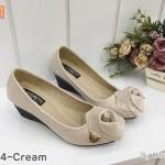 รองเท้าคัทชู ส้นเตารีด แต่งดอกกุหลาบสวยหรู หนังนิ่ม พื้นนิ่ม ส้นสูงประมาณ 2 นิ้ว ใส่สบาย แมทสวยได้ทุกชุด (K1874)