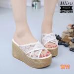 รองเท้าแฟชั่น ส้นเตารีด แบบสวม สายไขว์ลายลูกไม้สวยหวานน่ารัก หนังนิ่มใส่สบาย ส้น ลายไม้ สูงประมาณ 4.5 นิ้ว เสริมหน้า ทรงสวย ใส่สบาย แมทสวยได้ทุกชุด (MK131)