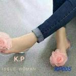 รองเท้าคัทชู ส้นแบน สวยน่ารัก วัสดุซิลิโคนใสนิ่ม แต่งดอกไม้ใหญ่สวยหวาน เปิดนิ้ว เปิดข้าง ใส่สบาย แมทสวยได้ทุกชุด สีดำ ครีม ชมพู