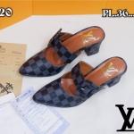 รองเท้าคัทชู เปิดส้น หนังลายตารางดาเมียร์สไตล์ LV แต่งคาดเข็มขัดสวยเรียบหรู หนังนิ่ม ทรงสวย สูงประมาณ 2.5 นิ้ว เสริมหน้า ใส่สบาย แมทสวยได้ทุกชุด (P-20