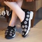 รองเท้าผ้าใบแฟชั่น สุด hot งานก็อปแบรนด์ดิออร์ รุ่น Fusion Sneakers ที่เหล่าดารา เซ เลปใส่กันเพียบ ด้วยดีไซน์อันโดดเด่นที่ไม่เหมือนใคร ใครเป็นสาวแฟชั่นอินเทรนด์ คู่นี้ห้าม พลาด รองเท้ามีความ นิ่มมาก ใส่สบาย ใส่แล้วสวยปังแน่นอน สูง 1 นิ้ว สีดำ ขาว