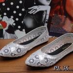 รองเท้าคัทชู ส้นแบน ลูกไม้ฉลุลายดอกไม้ตัดขอบหนังสวยหวานดูดี ใส่สบาย ทรงสวย แมทสวยได้ทุกชุด